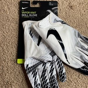 NEW Nike Vapor Knit Football Glove Magnigrip White